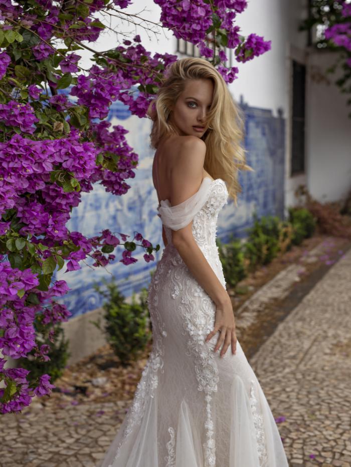 lira_2_ (1) - Venta y alquiler vestidos de novia en Santiago